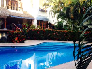 Endless Summer! 5 Min Walk to Beach / Private Pool