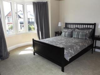 Well equipped, spacious 3 bed property with garden in Porthcawl town