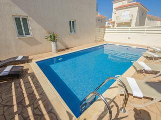 Oceanview Villa 012 - 3 bed with a Roof-Terrace