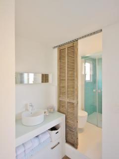 2 nd floor bathroom ensuite