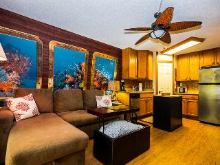 Stay In This Unique Studio Decorated Like A Submarine - Dishwasher Too, Kailua-Kona