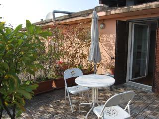 camera con terrazza al centro di Milano, Milán