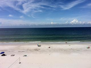 IMMACULATE! DIRECT GULF FRONT, OVERSIZED PRIVATE BALCONY, 3BR/2BA, SLEEPS 8!