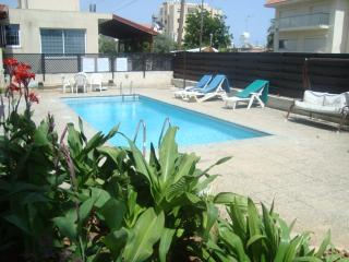 Large 1 bedroom apartment, near beach free WIFI, Germasogeia