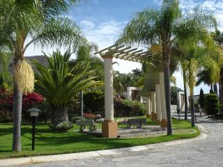 Lakeside view, 2 bed, gated security with pool & tennis, internet & phone, Ajijic