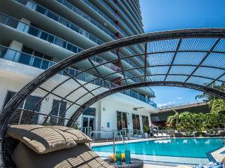 BEACHWALK RESORT 2/2 FREE BEACH SERVICE  ON 25 FL, Hallandale