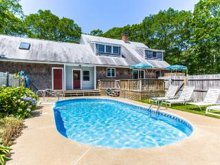 DRAPM - Mink Meadows Family Compound, Private Pool,  Ferry Tickets July Weeks, Vineyard Haven