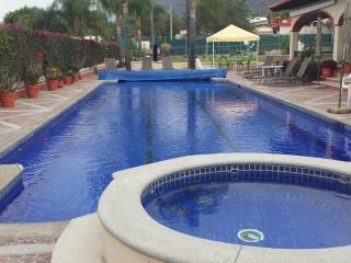 Lakeside view, 2 bed, gated security with pool & tennis, internet & phone