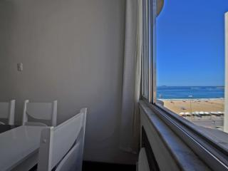 D011 - Apartment in Copacabana with side ocean view.