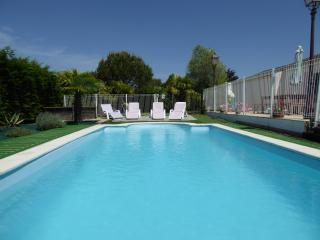 Heated/fenced private pool, village location, Angles