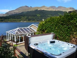 The Bungalow Ardmay stunning location with Hot Tub, Arrochar