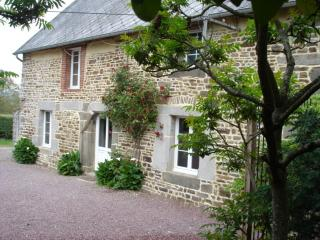 200yr old Gite with Heated Swimming Pool and Hot tub, Percy