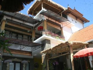 LARGE. Family Villa.POOLFENCE YES or NO, Sanur