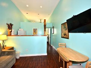 Duval Corner - Great Condo In Perfect Location, Key West
