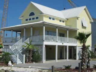 Lagoon Front w/ Boat Launch!  Book Your Most Memorable Vaca!  Sleeps 12!!, Gulf Shores