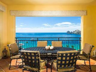 Hacienda 1-501 Villa is just steps away from the Beach and Marina + Access to Resort Amenities, Cabo San Lucas