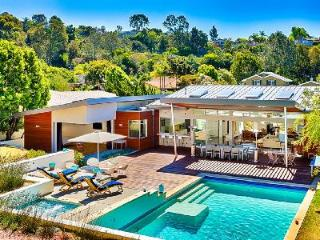 Bright & Spacious Villa Modern Escape with Pool & Hot Tub - 5 Min to the Beach, La Jolla