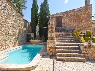 Beautiful villa with terrace, barbecue and pool, Lloseta