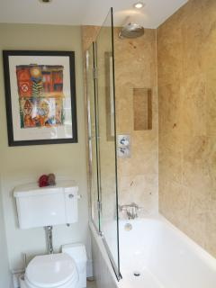 Ensuite bathroom, thermostatically controlled rain shower