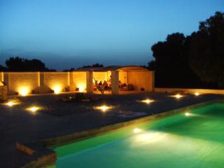 The pergola of Il Trappeto in the evening