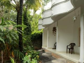 Bougainvilla homestay [bed and breakfast homestay], Thekkady
