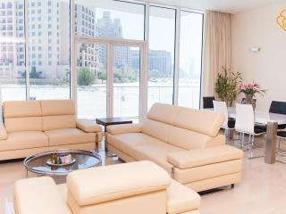 Lovely 2.5 B/R Apt Palm Jumeirah Dubai