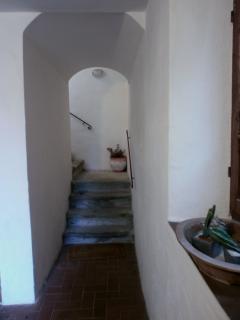 Veduta della scala che dall'entrata dell'edificio porta al 1° piano dove vi è l'entrata di casa
