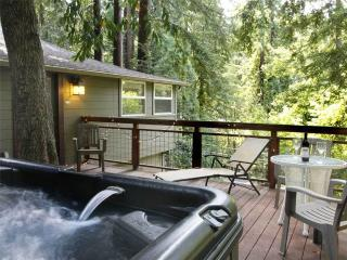 WOODSIDE EDEN: Hot Tub | Redwoods | Walk to Town