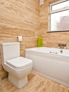 Little Northcott Luxury Bathroom with Jacuzzi Bath