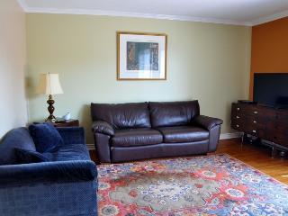 Livingroom with 42' Flat Screen HD TV.