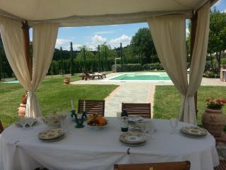 Tuscan Family Villa Castiglioni, Pool easy access, Cortona