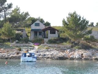 Pet-friendly island waterfront cottage Sunflower, Zizanj Island