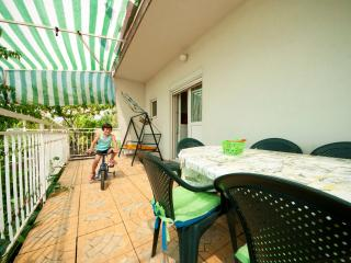 Fantastic Cozy Apartment near Split for up to 10, Kastel Sucurac