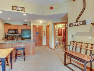 Modern, clean ski condo w/ shared hot tub  - walk to the slopes!