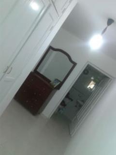 pasillo bien amplio con su armario amplio