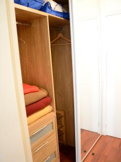 Entrance : built-in cupboard with two, two big mirrors