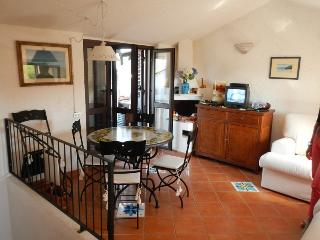 Apartment Gabriella, in front of the sea, Porto Istana
