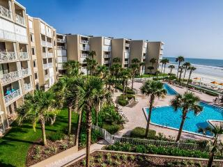 2BR/2BA Direct Oceanfront with breathtaking views, New Smyrna Beach