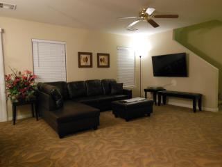 Cozy 3 Bedroom/2.5BA House West of Las Vegas Strip