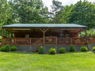 Updated Cottage, Huge Front Porch, Private Dock