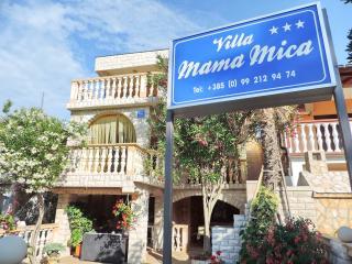 Villa Mama Mica, Vir