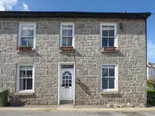 KEY FIN, harbourside cottage with sea views, WiFi, woodburner, Sky TV, off road parking, pets welcome, Newlyn, Ref. 921471