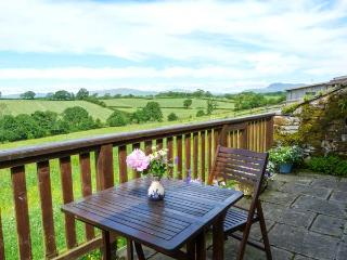 ASHBANK COTTAGE, romantic, character holiday cottage, with woodburning stove in Tatham Near Bentham, Ref 12328