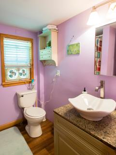 Updated Bathroom - Linens Inlcuded
