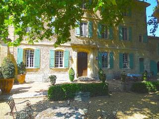 St. Remy-en-Provence, Dream Bastide in Provence, Private Pool and Elegant Gardens, Sleeps 12, St-Rémy-de-Provence