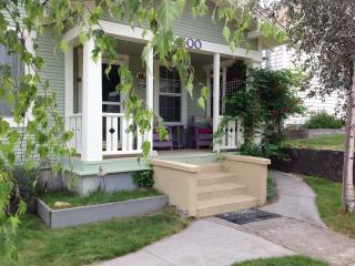 CHARMING 'CRAFTSMAN' STYLE COTTAGE DOWNTOWN SHASTA BEST LOCATION/ACCOMMODATION