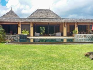 Luxury golf resort villa with pool, Tamarin