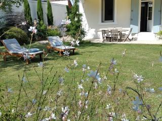 Très joli jardin où il fait bon se détendre