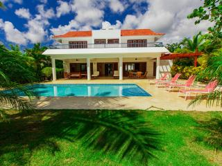 VILLA MARIA 4 BDR-PRIVATE POOL & HOUSEKEEPING
