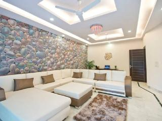3Bed Lush Green Apt in the heart of South Delhi, Neu-Delhi